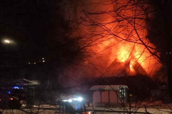 Дорожники помогли спасателям на пожаре в костромском Заречье