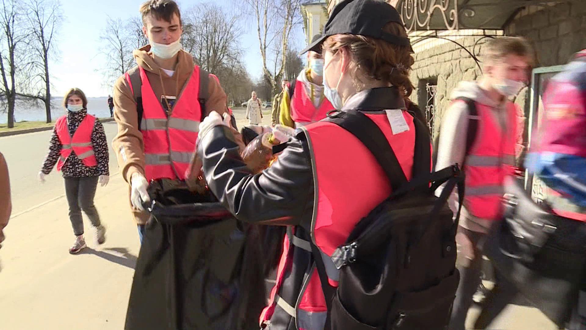 Школьникам в Костроме заплатят за собранные бутылки и фантики