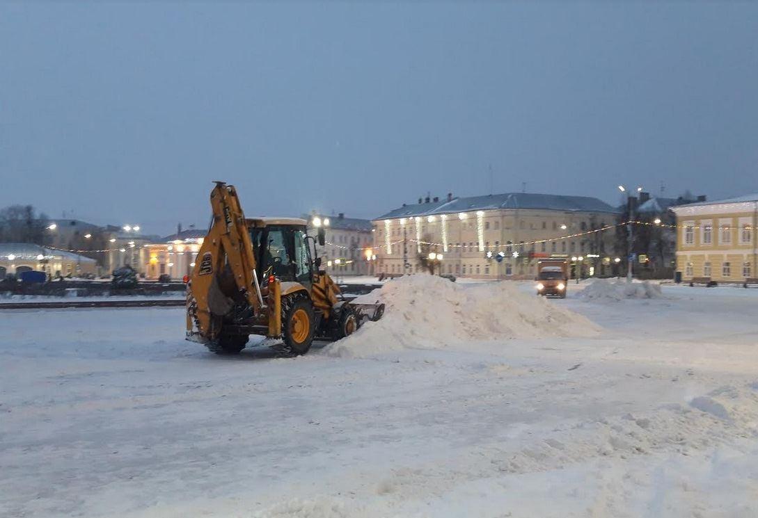 Из Костромы по ночам вывозят снег