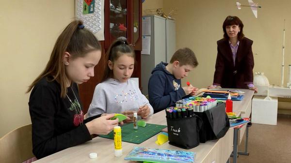 час назад                                                                                                                                                                                                                                                                                               Юные костромичи постигают тонкости архитектоники                                                                Костромской Центр научно-технического творчества «Истоки» подводит итоги учебного года.