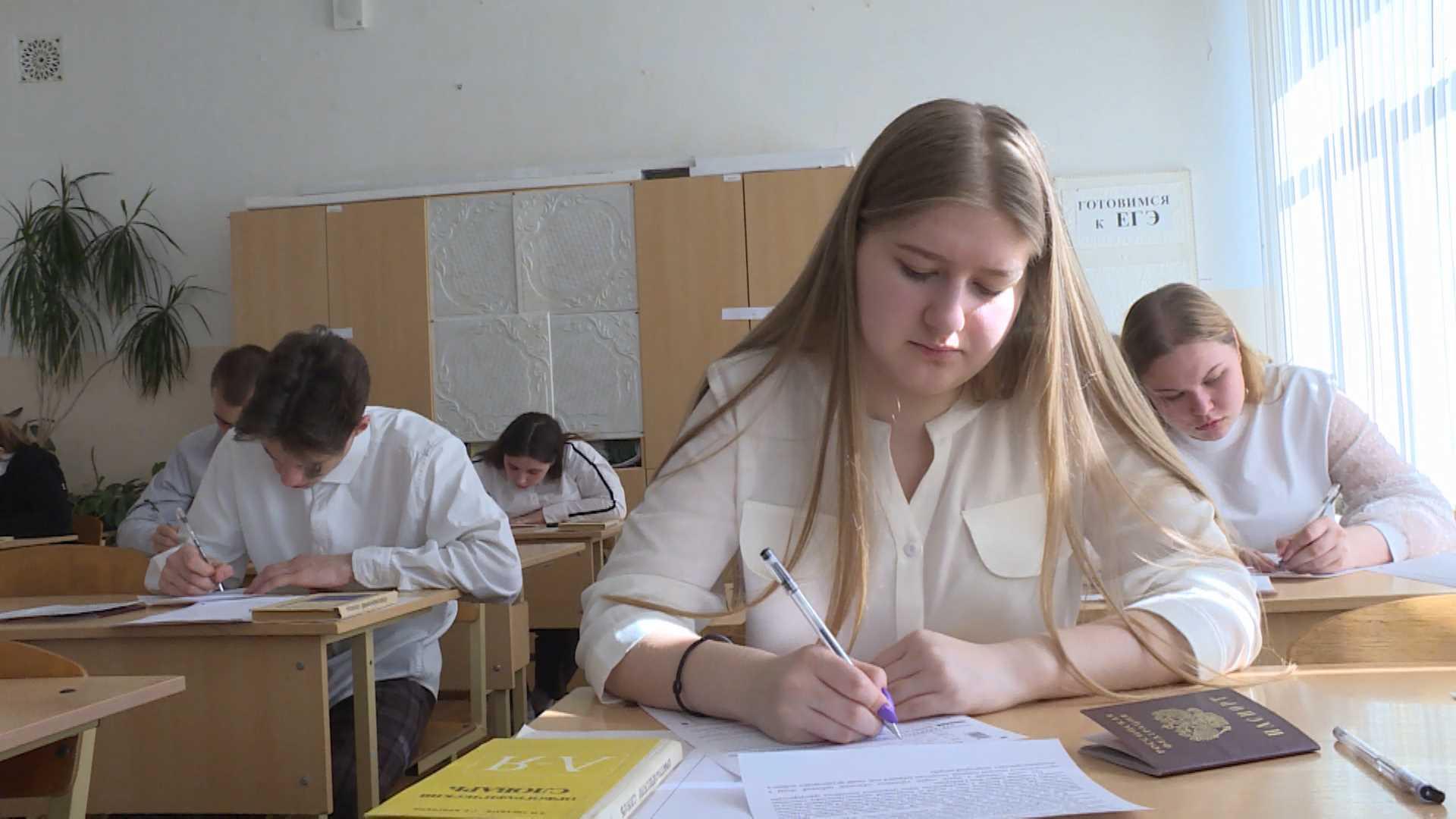Тысячи выпускников костромских школ проявили дар сочинительства