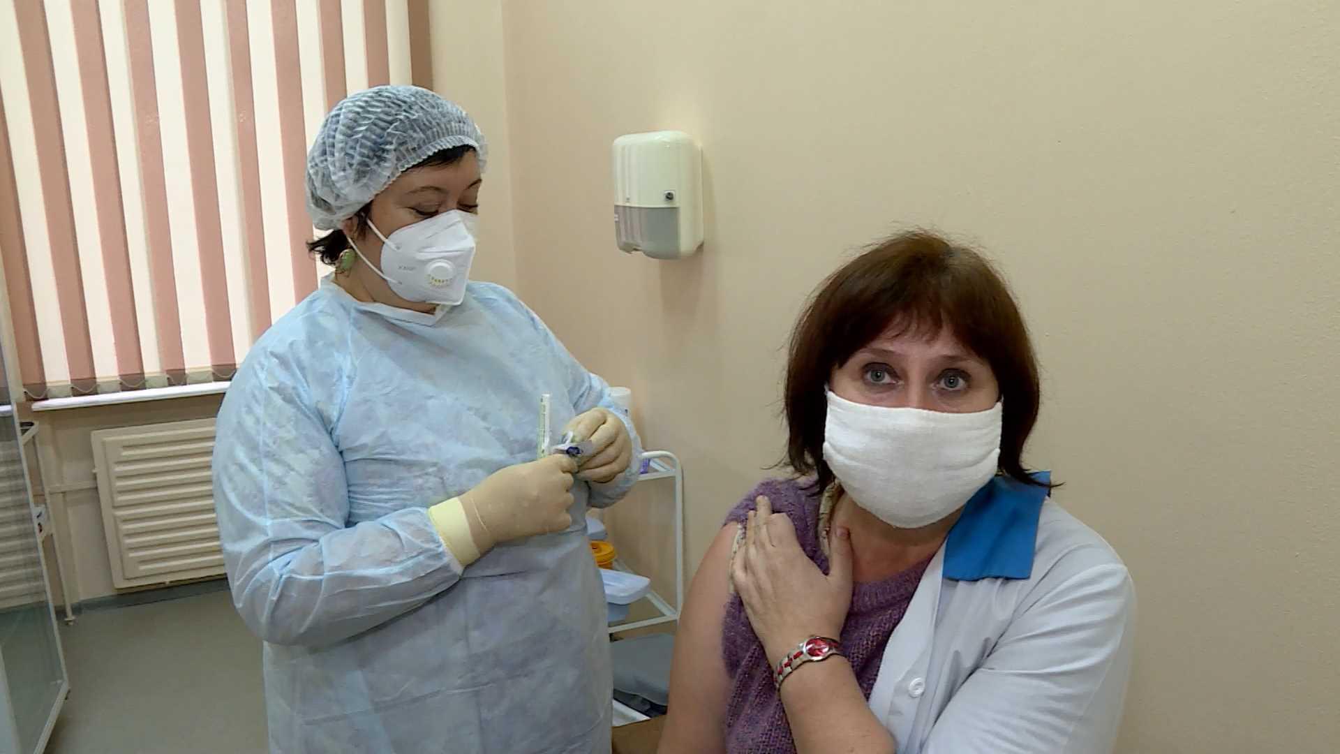 Суточная вакцинация костромичей от коронавируса держит рекордные уровни