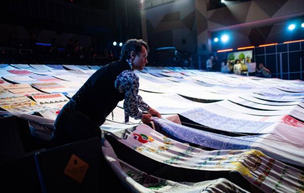200-метровое льняное полотенце соткали костромские мастера