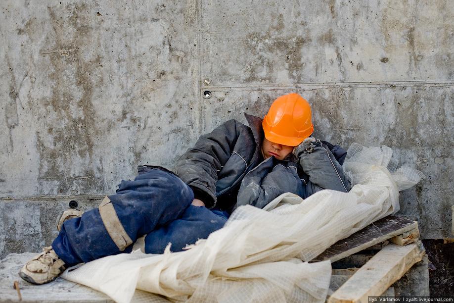 Сергей Ситников потребовал наказывать нерасторопных строителей соцобъектов