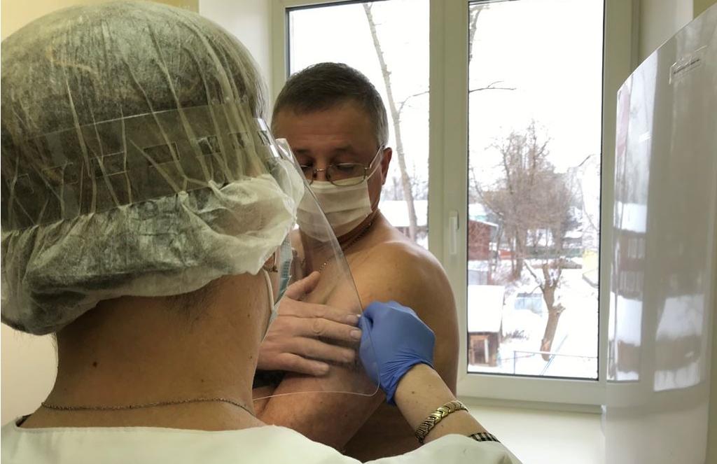 Костромских учителей начали прививать от коронавируса