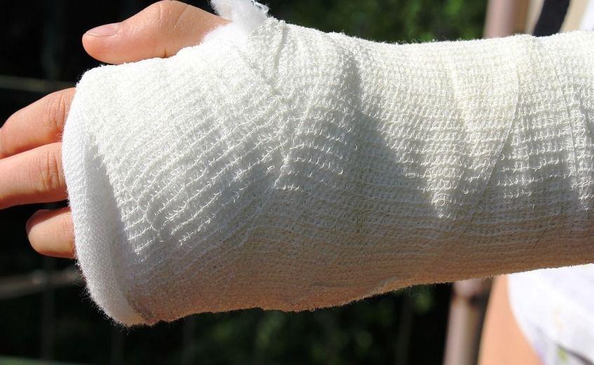 Пожилая костромичка сломала руку и поняла, что её обманули