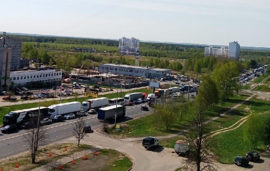 Заволжский район Костромы встал в утреннюю пробку из-за аварий
