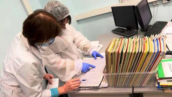 В поликлинику на Профсоюзной ринулись сотни костромичей