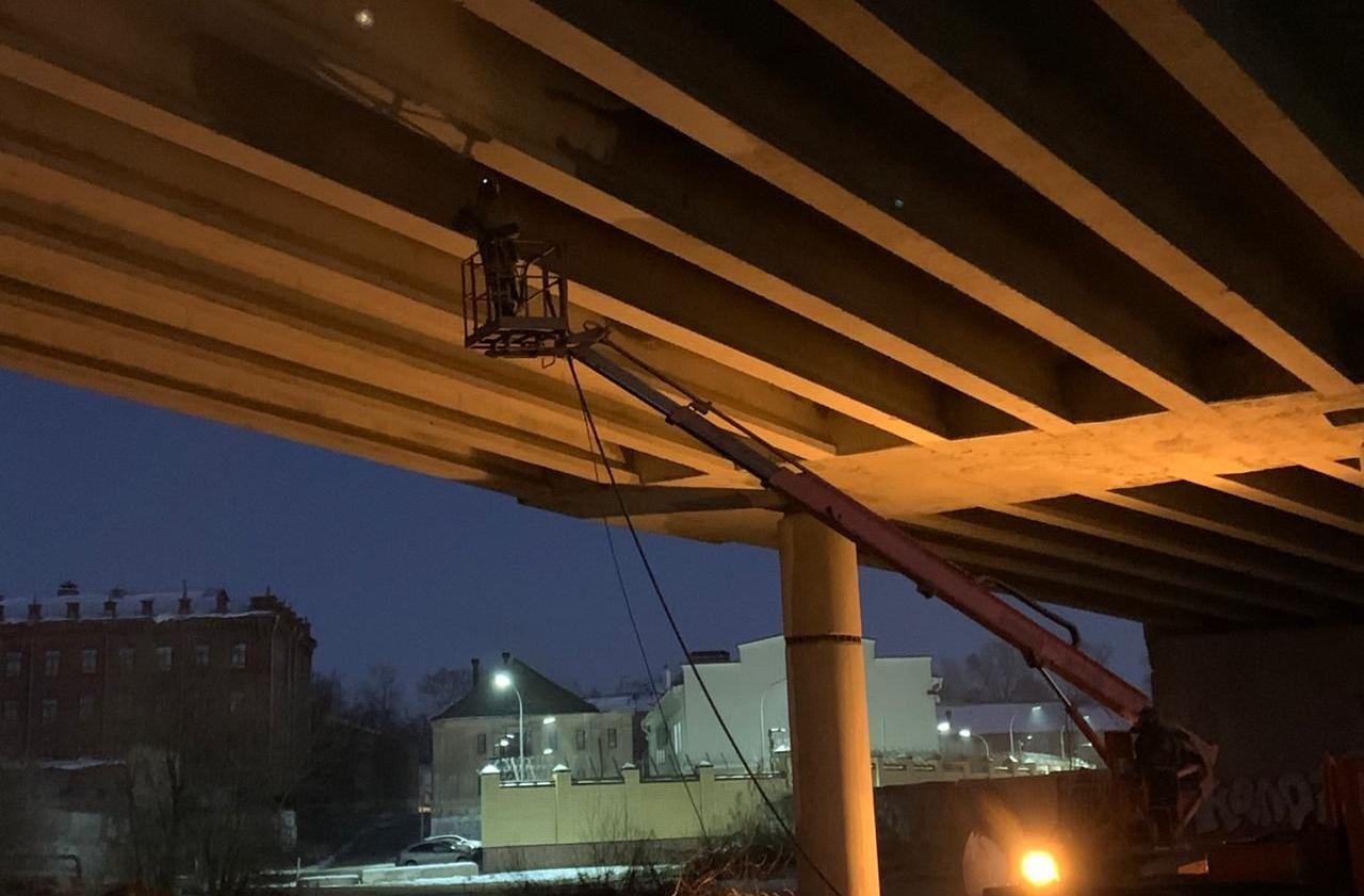 На мосту через реку Кострому оборудуют систему освещения