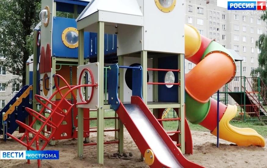 Горки и качели во дворах Костромы проверяют на безопасность