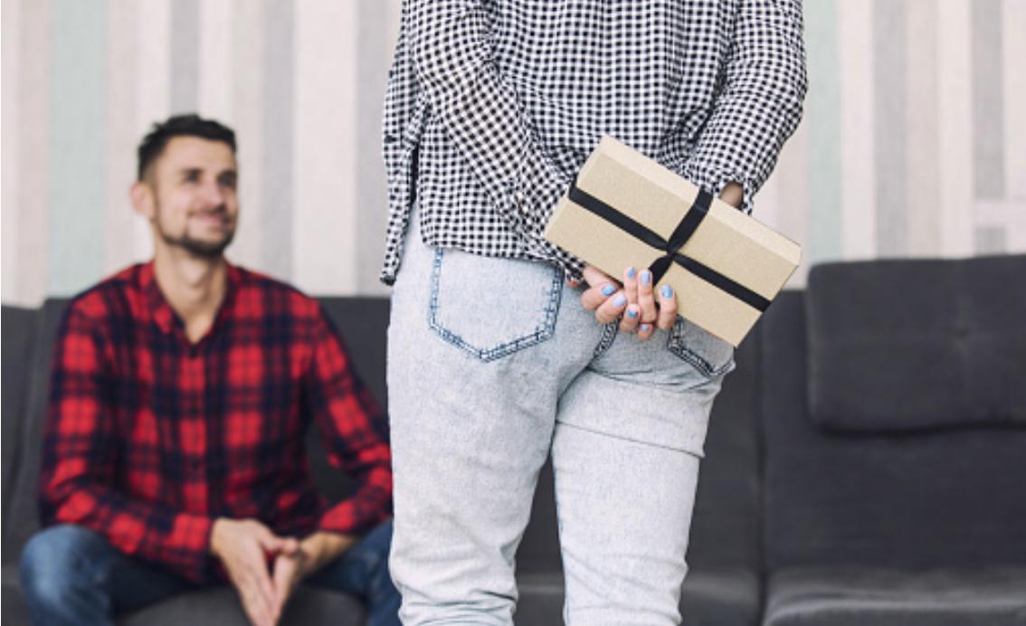 Носки подорожали: в Костроме оценили стоимость мужских подарков