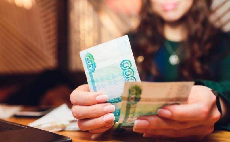 Молодая начальница из-под Костромы оказалась жадной до служебных денег