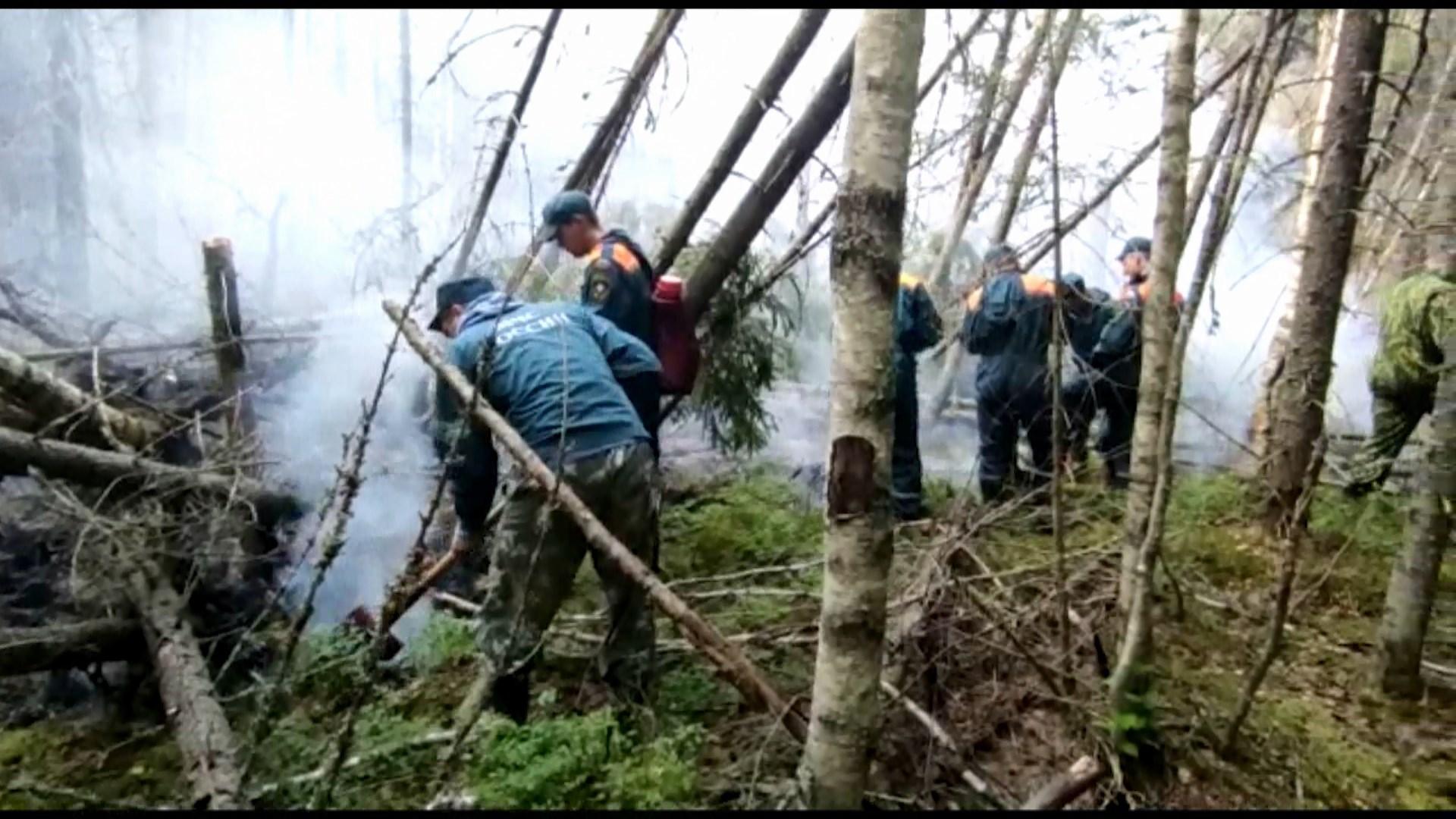 В Костромской области продолжают тушить три лесных пожара