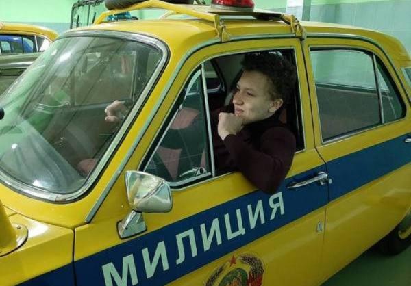 Старшеклассников из Костромы усадили за руль раритетных авто