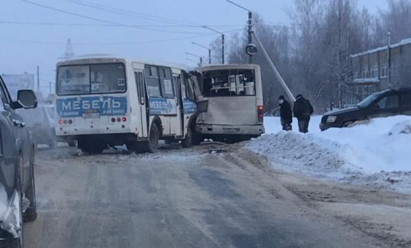 В Костроме столкнулись два «ПАЗика»: пострадали пять человек