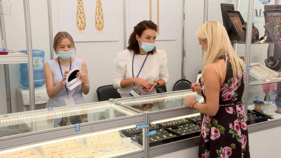 На Сусанинской площади в Костроме открывается ювелирная выставка