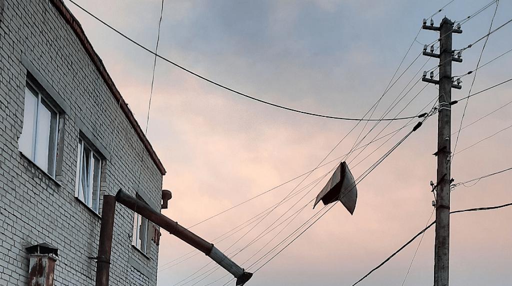 Размах урагана в Костромской области: повреждено не менее 128 домов