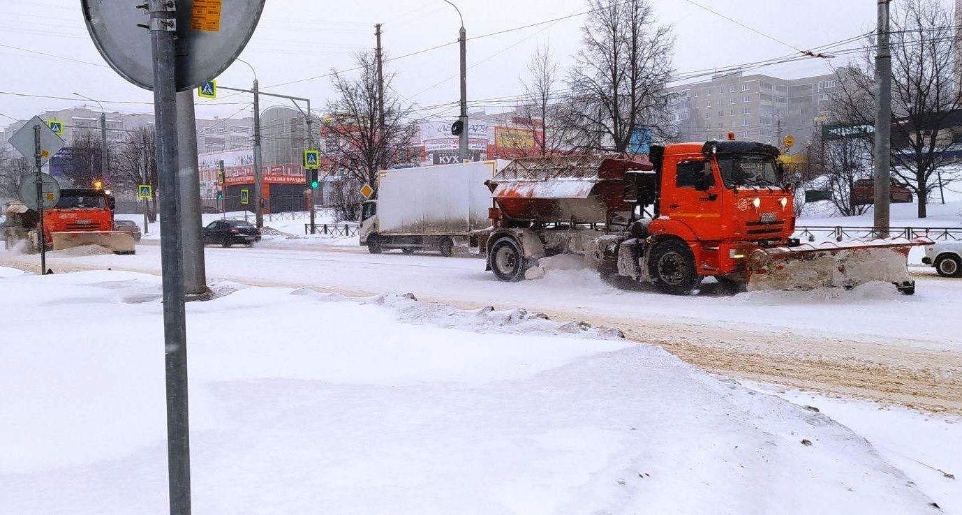 Костромские дорожники бросили все силы на борьбу со снегом