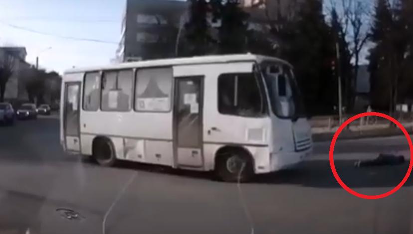 «Заплутавший» костромской автобус сбил женщину на переходе