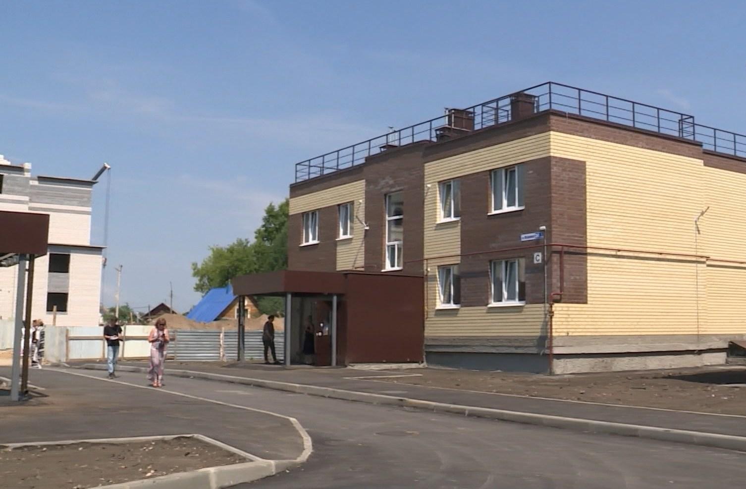 Сиротам в Костроме сегодня вручат ключи от новых квартир