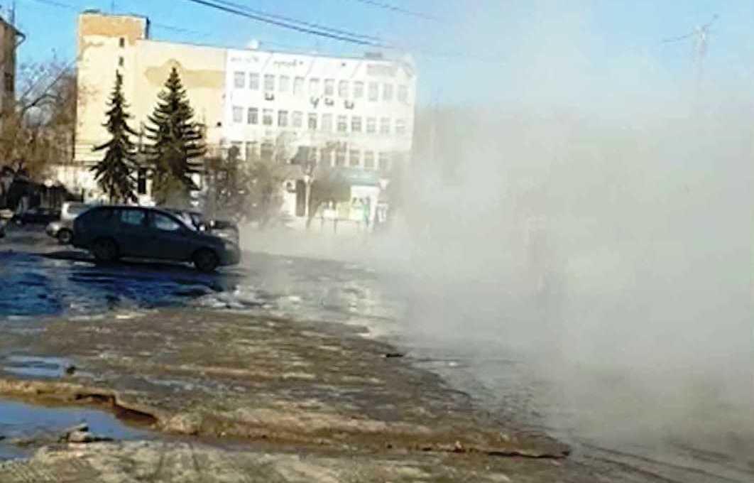 менее часа назад                                                                                                                                                                                                                                                                                               Последствия порыва на площади Конституции в Костроме устранят к вечеру                                                                Бригады ТГК-2 завершили ремонтные работы и сейчас восстанавливают подачу тепла в дома.