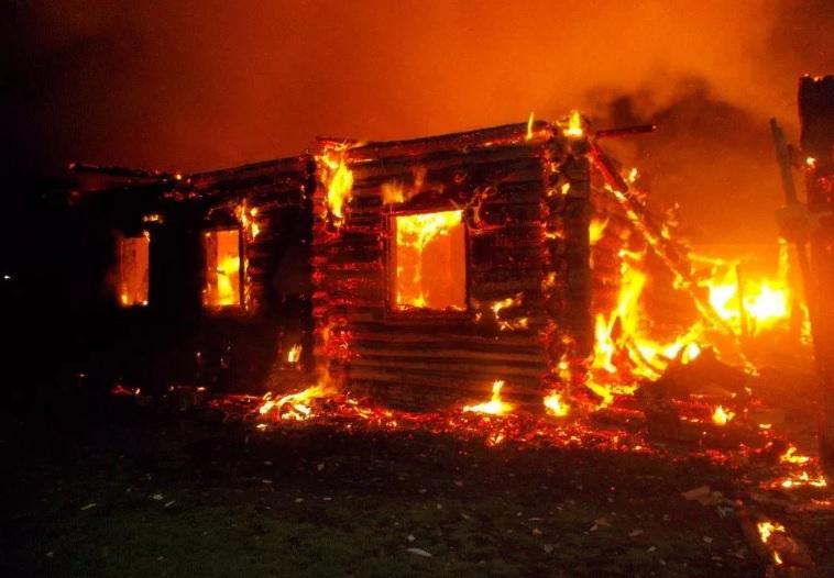 После ссоры с зазнобой костромич подпалил ей дом