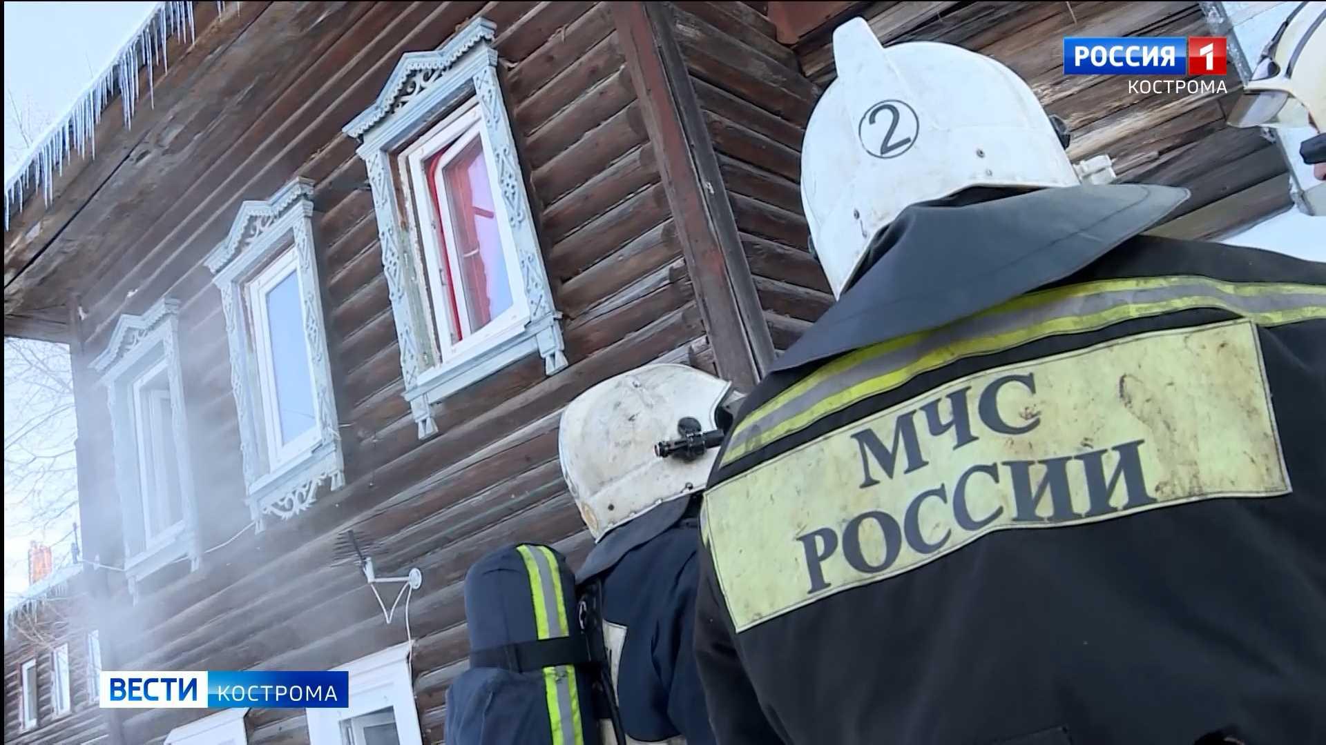 В день противопожарного рейда в Костроме горел дом многодетной семьи