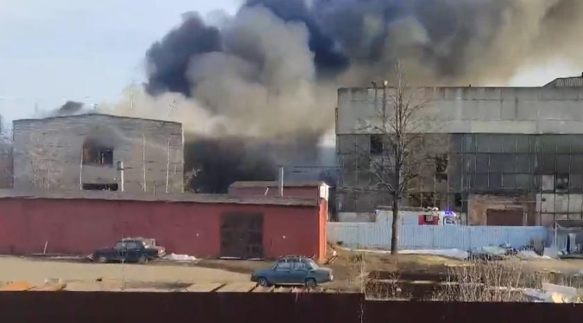Столб дыма от пожара на улице Петра Щербины в Костроме был виден жителям Малышково