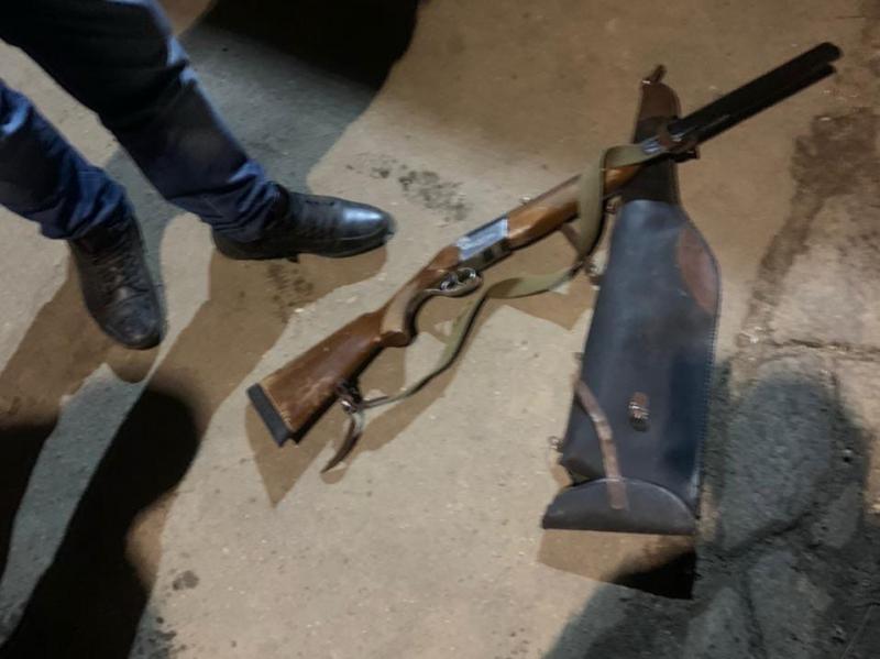 Пьяный костромич делал на улице селфи с краденым ружьем