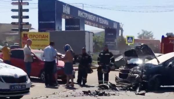 В автомобильной долине Костромы столкнулись три иномарки