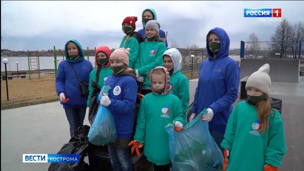 Сотни костромских школьников вышли на уборку города