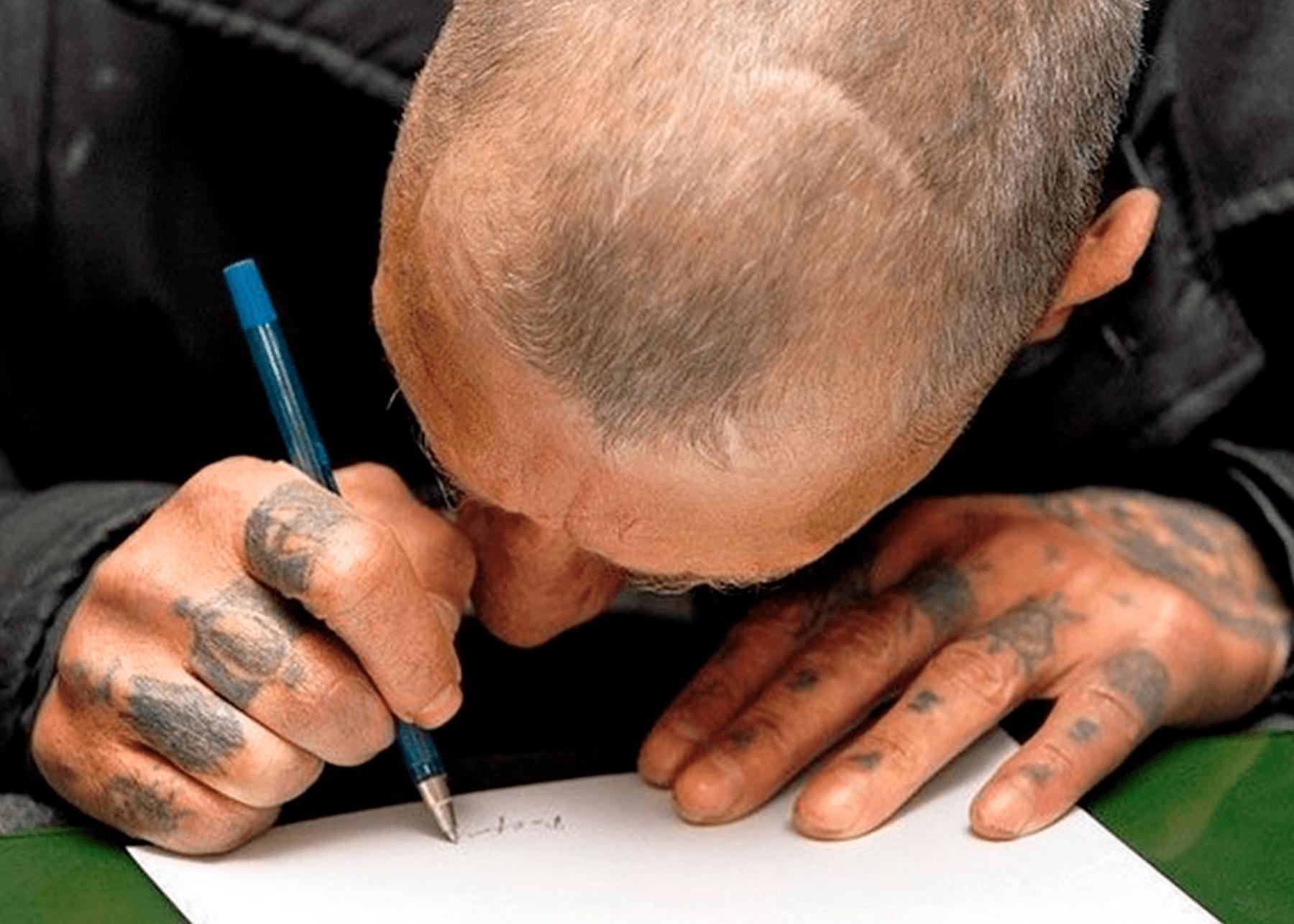 Костромским заключённым разрешили переписываться с соседями по камерам