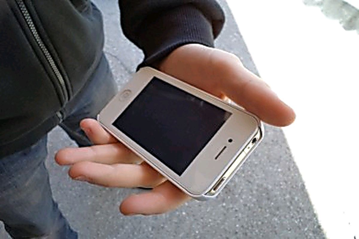 Подростка в Костроме будут судить за кражу телефона у матери