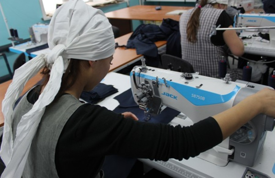 В женской колонии под Костромой увеличат производство мужской спецодежды