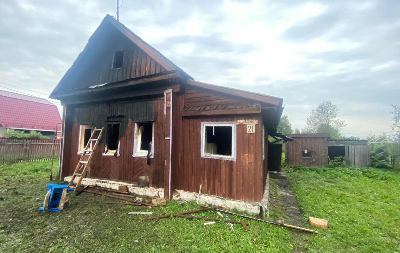 Пожилой мужчина не смог выбраться из горящего дома в костромском райцентре