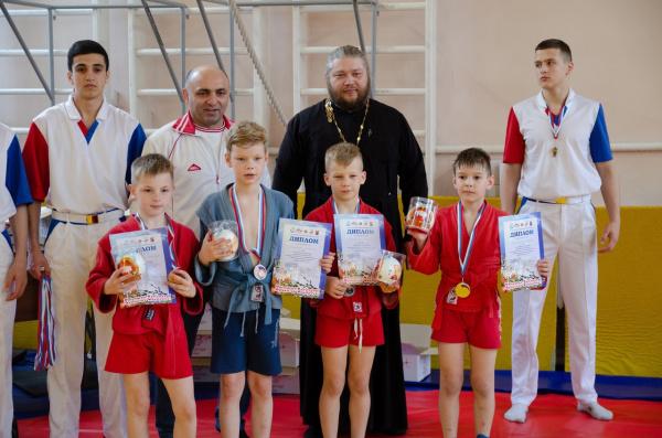 В Костроме состоялся первый пасхальный турнир по самбо