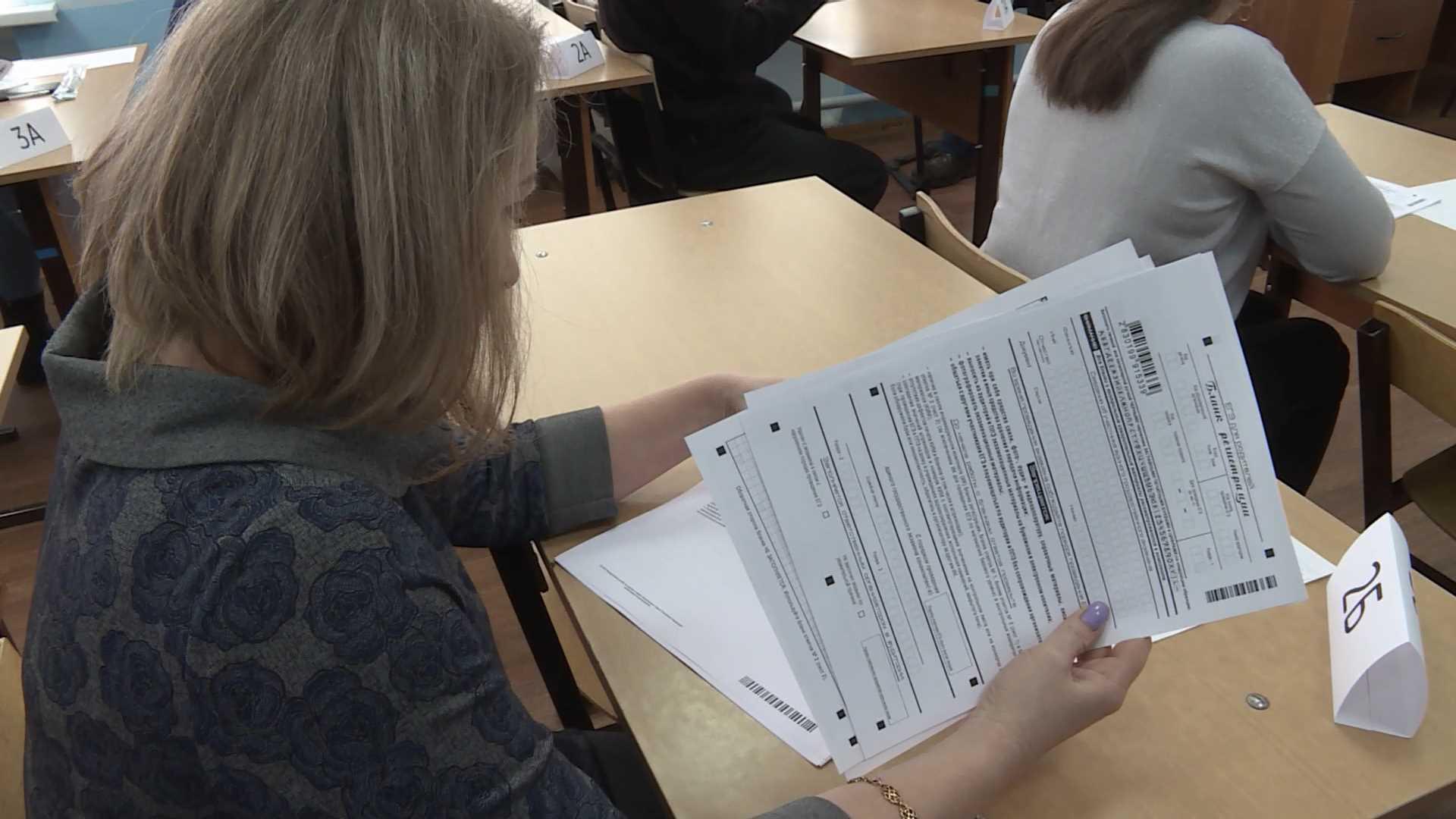 менее часа назад                                                                                                                                                                                                                                                                                               Выпускники школ из 90-х напишут ЕГЭ в Костроме                                                                Вместе с родителями нынешних старшеклассников за парты сегодня сядут преподаватели вузов, чиновники, депутаты и бизнесмены.