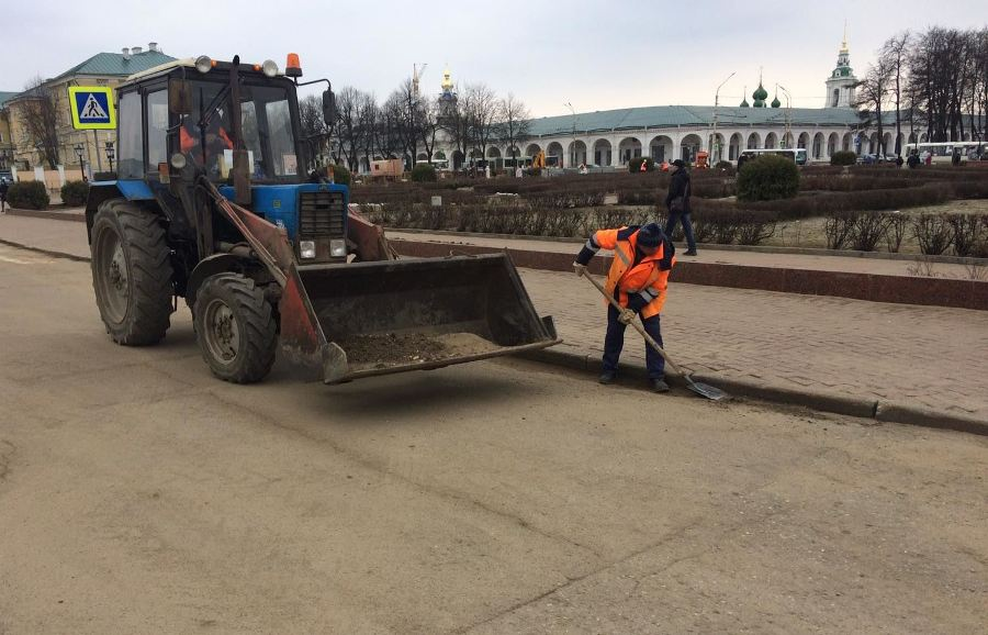 Больше тысячи тонн грязи вывезли дорожники с улиц Костромы