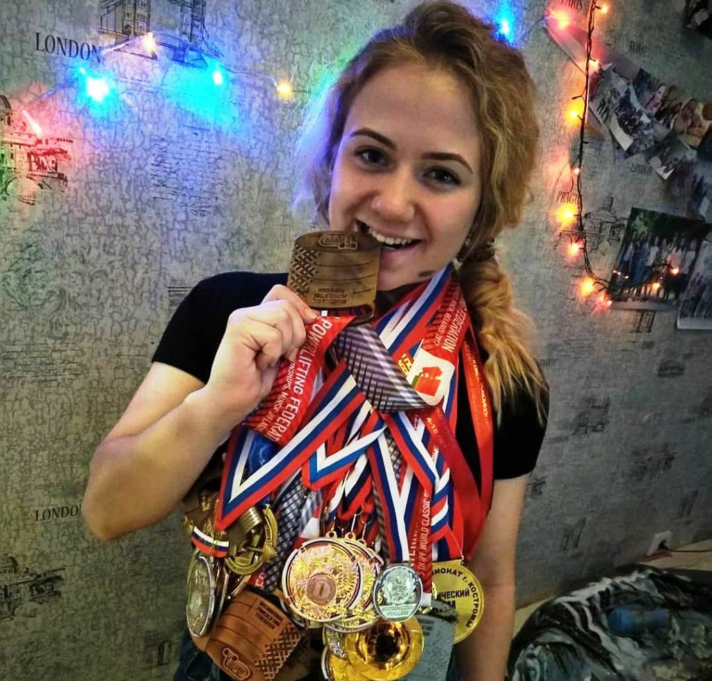 Миниатюрной костромичке покорился национальный рекорд в пауэрлифтинге