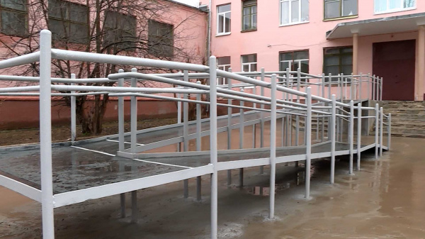 В школе сделали пандус после обращения костромичей к Сергею Ситникову через Инстаграм