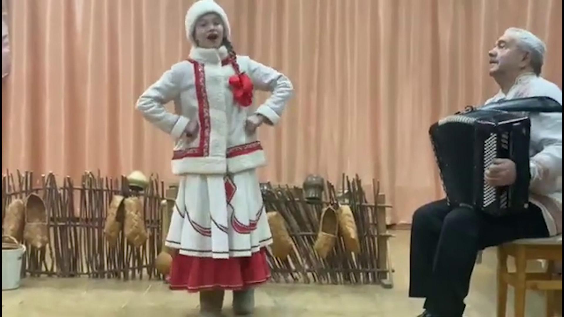 Девочка из Костромской области вошла в ТОП-3 российского флешмоба «Валенки»