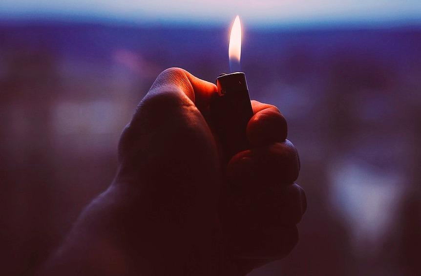Костромич устроил приятелю огненную месть зажигалкой