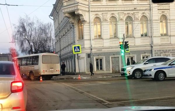 Дочерям погибшей под колесами автобуса женщины в Костроме выплатят по 600 тысяч