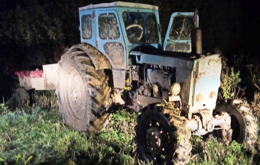 Охотники в Костромской области навели полицейских на трактор с трупом