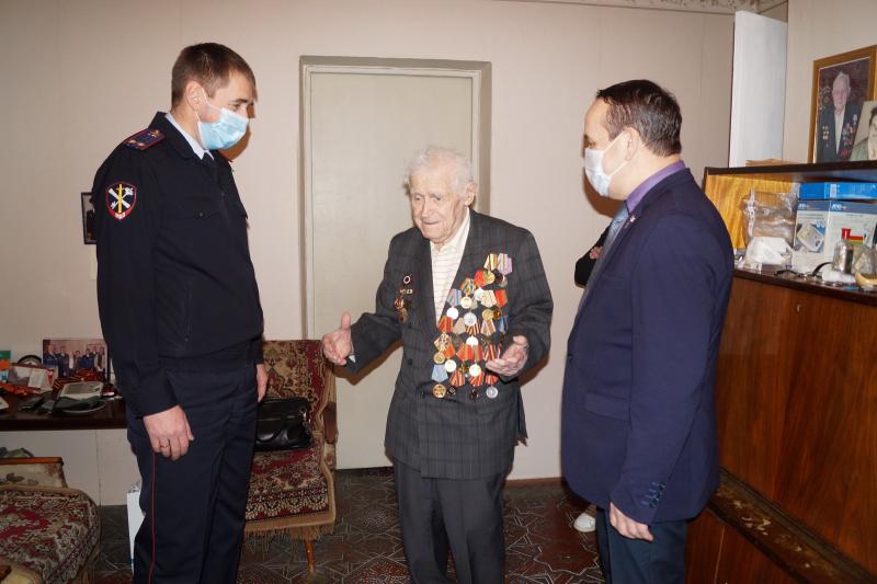 Полицейские поздравили последнего в Костроме живого ветерана войны из числа работников МВД