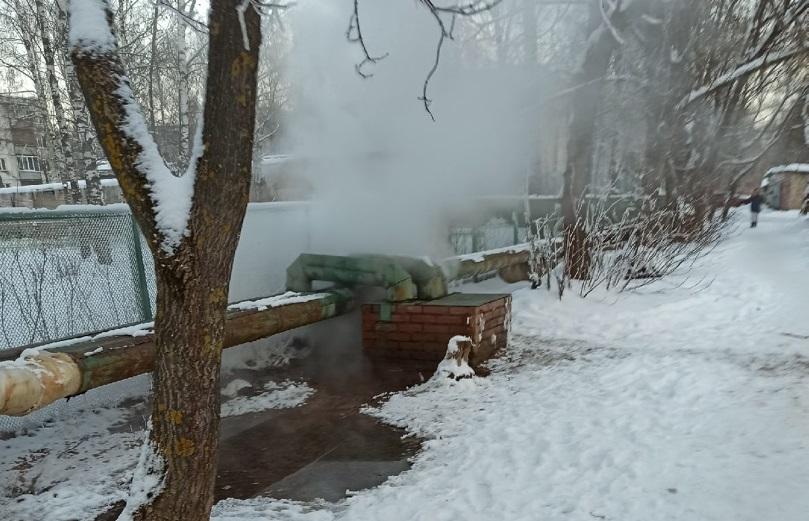 Парящую трубу у костромского детсада отремонтируют после отступления морозов