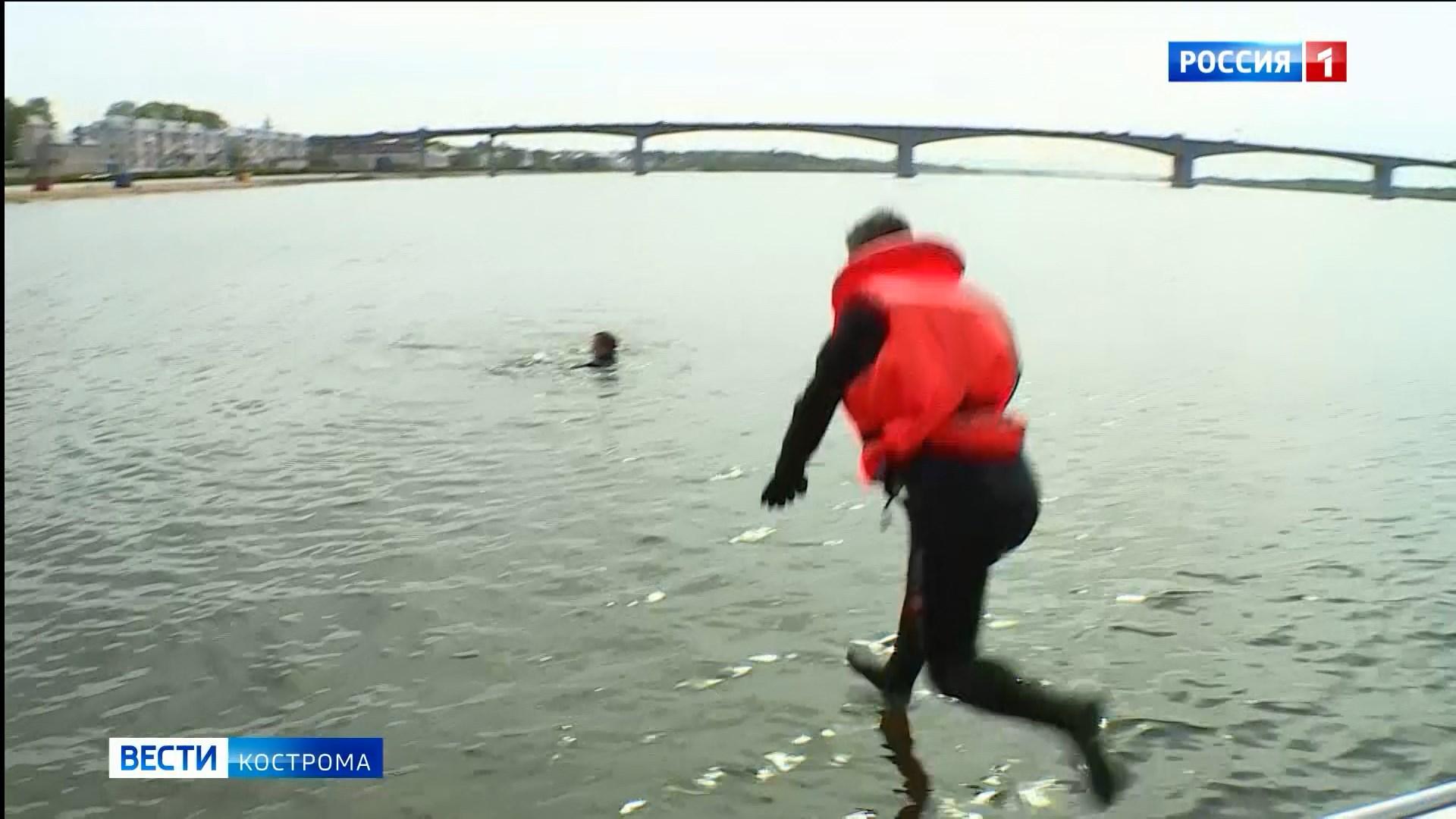 Успеть за шесть минут: сотрудники МЧС в Костроме тренируются спасать утопающих