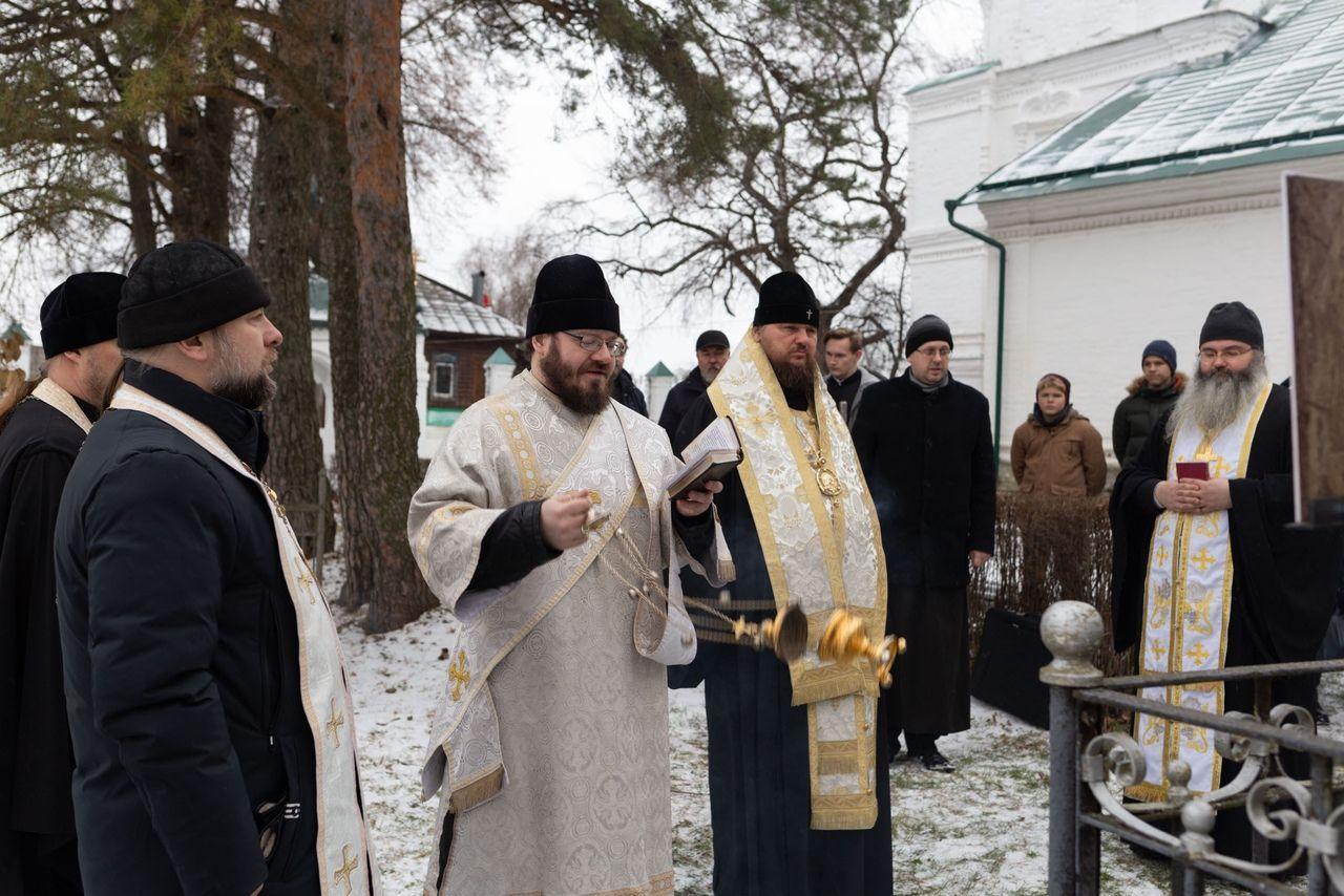 Митрополит Ферапонт открыл в Костроме Семинарский некрополь