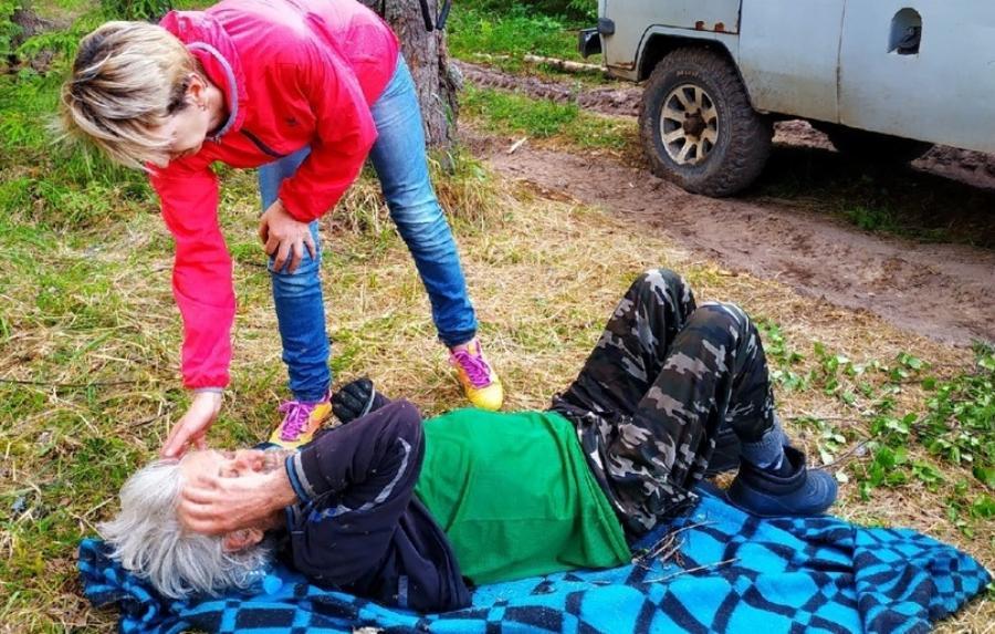 Пропавший на неделю мужчина был найден живым в костромском лесу
