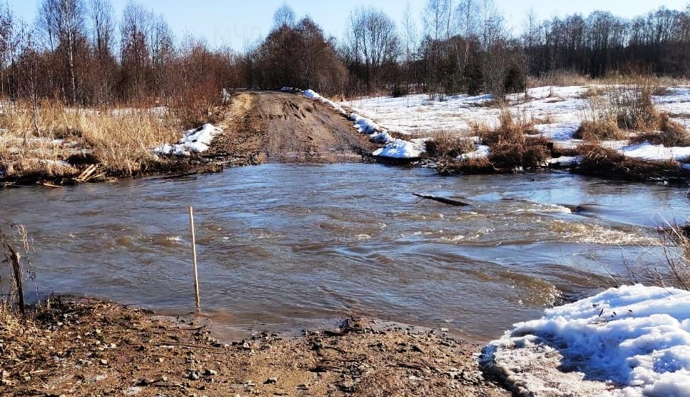 Дорогу к трём деревням Костромской области подтопило водой